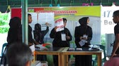 voto : Banda Aceh, Indonesia - April 17, 2019: Officials sort and fold ballots for 2019 elections at a General Elections Committee (KPU) Polling Station In Pelanggahan Banda Aceh, Aceh Province.