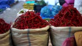 перец чили : Sack of Hot Chilli for sale at Traditional Market Стоковые видеозаписи