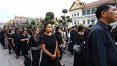 династия : Bangkok, Thailand-February 2, 2017:A farewell ceremony to the beloved king.The king of Thailand Bhumibol Adulyadej Rama IX has died on 89-m to year of life in Bangkok. National mourning .Black year . Стоковые видеозаписи