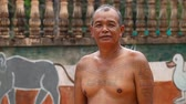 kamboçyalı : Siam Reap, Cambodia - January 13, 2017: Video portrait of an adult Cambodian man living in a village near Angkor Wat .