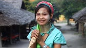 menšina : Chiang Mai,Thailand-February 13 ,2017:Video portrait of a young girl from the hill tribe The long-neck karen called themselves as Kayan living in Eco-Agricultural Hill Tribes Village - Baan Tong Luang