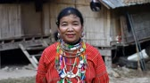 birmânia : Chiang Mai,Thailand-February 13 ,2017:Video portrait of an adult woman with tunnels in the ears from the hill tribe Kayaw living in Eco-Agricultural Hill Tribes Village - Baan Tong Luang. Vídeos