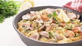 mexilhões : Traditional italian seafood pasta with clams Spaghetti alle Vongole. Stock Footage