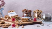 aveia : Organic homemade granola bars on rustic marble stone kitchen countertop. Vídeos