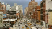 неузнаваемый : Panoramic of a New York City street at daytime