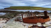 nagy britannia : 4K UltraHD A timelapse of Marwick Bay, Orkney, with the remains of a ships boiler from a wreck