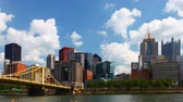 Пенсильвания : Timelapse Pittsburgh skyline by bridge 4K Стоковые видеозаписи