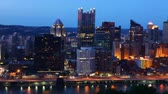 pensilvanya : Night to day timelapse of the Pittsburgh, Pennsylvania skyline 4K Stok Video