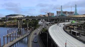 barışçı : Timelapse Portland, Oregon highway by the Willamette River 4K Stok Video