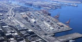 yükleme : Seattle, Washington port shipping operation 4K Stok Video