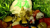 буддист : Guanyin figure at a small well