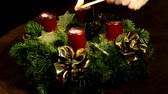 papai noel : Advent wreath with burning candle and Santa claus with cakes on turn table