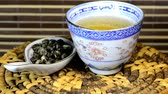 чайная ложка : Jasmine tea in a Chinese bowl on a table