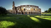 Řím : Colosseum in Rome and morning sun, timelapse