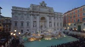 kolumna : time lapse, sunset time, Trevi Fountain in Rome, Italy