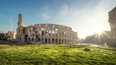 stadyum : hyper lapse, Colosseum and Constantine arch at sunrise in Rome, Italy
