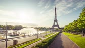 파리 : hyper lapse, sunrise of Eiffel tower. Paris, France