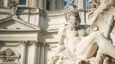 파리 : Statue of Zeus in Berninis fountain of Four Rivers in Piazza Navona, Rome
