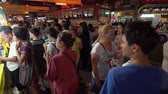 por que : Bangkok, Thailand - OCT 1: Many roadside food stalls have a good sale because so much customer come to shopping at Chinese Vegetarian Festival On 1 October 2016, Yaowarat road, Thailand Vídeos