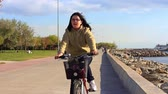 j��zda na kole : Happy girl riding bike on Bastanci coast way. 10 years old girl cycling solo towards the camera. Dostupné videozáznamy