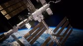 foguete : International Space Station in outer space over the planet Earth Stock Footage