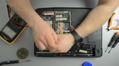 anakart : The engineer dismantles the laptop for repair