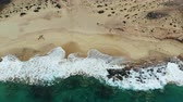 yerleri : Aerial view waves break on white sand beach.