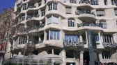 BARCELONA, SPAIN - FEBRUARY 19, 2019: La Pedrera House facade in Barcelona, Spain Dostupné videozáznamy