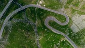 サーペンタイン : Aerial view winding mountain road in Romania, rise up