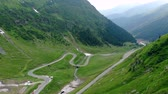 サーペンタイン : Aerial view winding mountain road in Romania, cloudy day