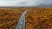 İskandinavya : Aerial view bus driving along road in an autumn landscape, Iceland, national park Thingvellir