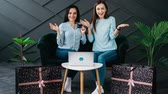 péntek : Stop motion, two girlfriends to shop online Stock mozgókép
