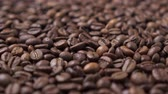 tohumlar : Dark roasted coffee beans move in a circle. Close up. Stok Video