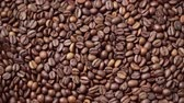 tohumlar : Dark roasted coffee beans move in a circle. Top down view.