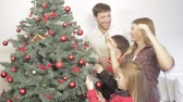 stary : Family decorating the christmas tree