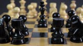 satranç : Panning shot of a chess board with a hand moving the chess pieces. Stok Video
