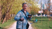 diyalog : Portrait of a man in a park