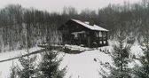 weihnachtsbaum : House in the woods in the mountains at winter weather. 4K Ultra HD Stock Footage