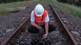 vazamento : Railway worker on walkie talkie check the oil leakage on the rails