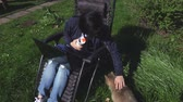 vlasy : Woman sitting and cuddling cat