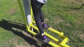 krok : Woman using stepper training machine at outdoor Wideo