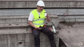 mérnök : Construction worker using tablet and drink coffee
