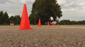 sportowiec : Basketball player training dribble element  between the cones Wideo