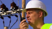 transformador : Electrician speaks the walkie-talkie close up