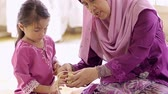 raya : Muslim family weaving ketupat Stock Footage