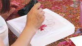 cursos : Participant attending batik painting workshop at Emilia Batik House, Malaysia