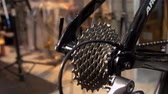 tekerlekler : Closeup on bicycle cassettes Stok Video