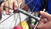 ozubené kolo : Closeup on bicycle wheel maintenance