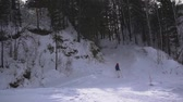 восхождение : Woman with backpack hiking Lifestyle adventure concept. girl hiking on a winter forest with sticks.