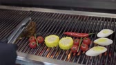 grelhar : Unrecognized chef cooking vegetable on the grill in the restaurant kitchen close-up. Meat, corn, cherry tomatoes, lemongrass and chili pepper in the modern restaurant. Food preparation Stock Footage
